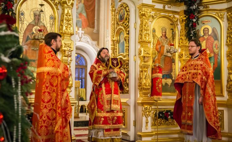 В день памяти вмц. Варвары митр. Викторин совершил богослужение в Михайловском соборе