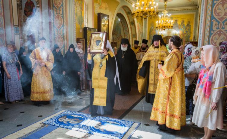 В Михайловский собор принесена чудотворная икона Николы Закамского
