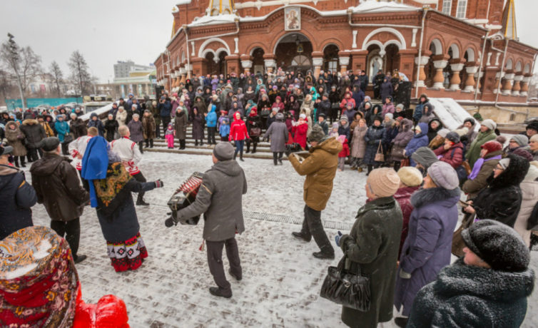 У Михайловского собора прошли Рождественские народные гуляния
