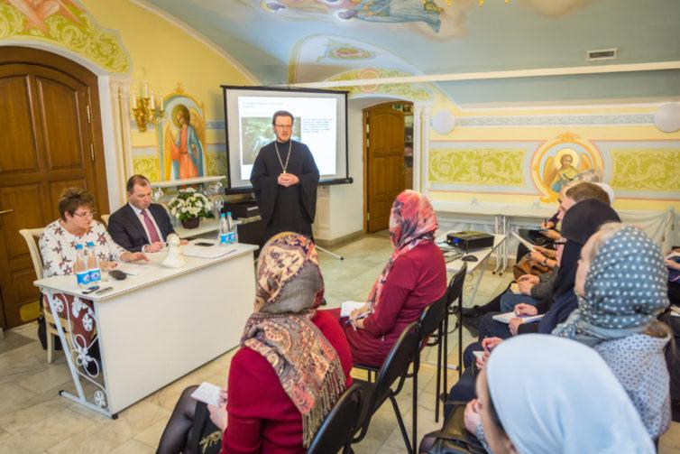 В кафедральном соборе прошла встреча Л.Н. Глебовой с представителями НКО