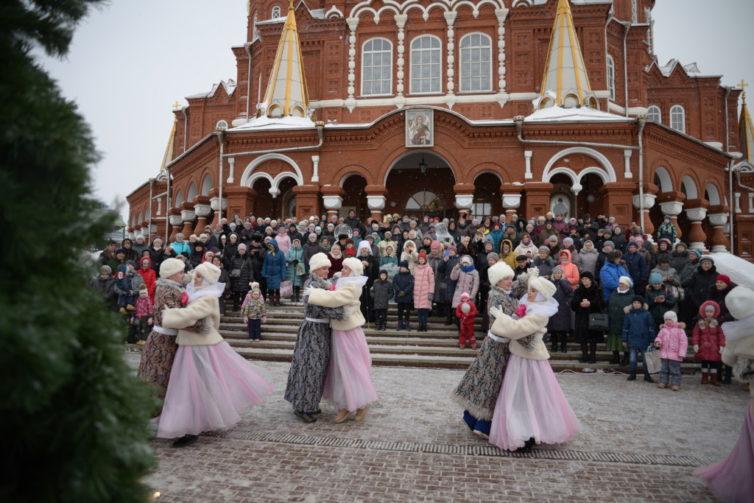 Рождественские гуляния у кафедрального храма