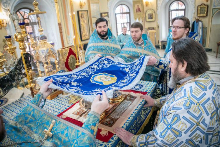 В день праздника Благовещения митр. Викторин совершил литургию